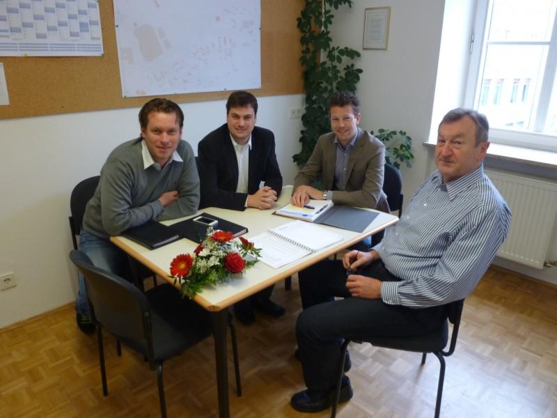 Tobias Beer, Alexander Schweikl, Florian Mock und Stadtkämmerer Günter Hoch.