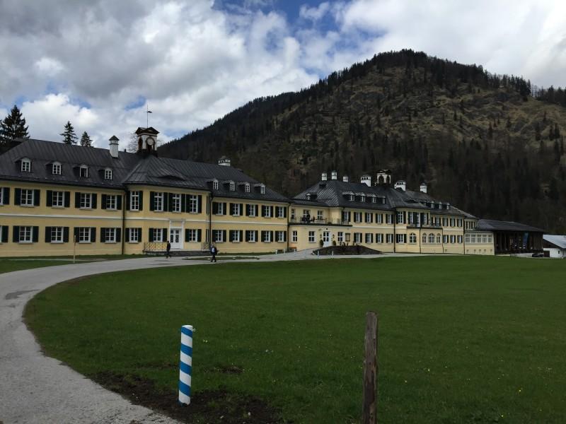 Hier werden nicht nur Ministerpräsidenten entmachtet, sondern auch tolle Fortbildungen für Kommunalpolitiker abgehalten - das Tagungszentrum Wildbad Kreuth