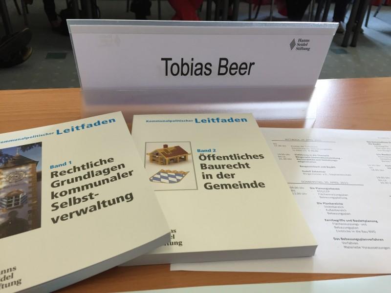 CSU-nah, aber trotzdem neutral und nicht parteilpolitisch bei Veranstaltungen zur politischen Bildung - die Hanns-Seidel-Stiftung
